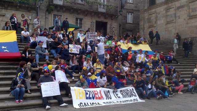 Venezolanos se manifiestan en Santiago en defensa de Capriles