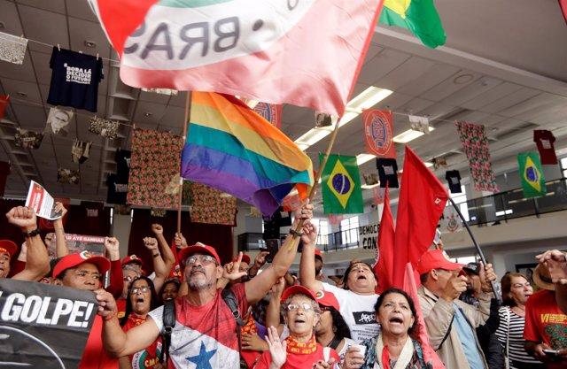 Seguidores del ex presidente brasileño Luiz Inácio Lula da Silva
