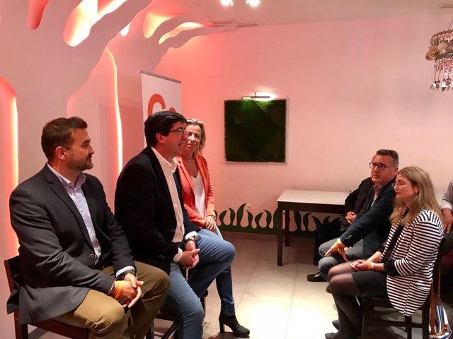 Juan Marín con Isabel Albás y Marcial Gómez