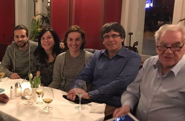 Diputados de ERC reunidos con Carles Puigdemont en Berlín
