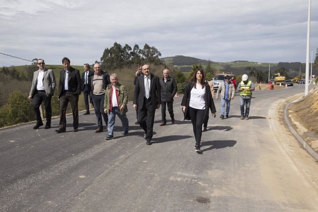 Mazón visita obras de mejora de la carretera de Villanueva a Riosapero