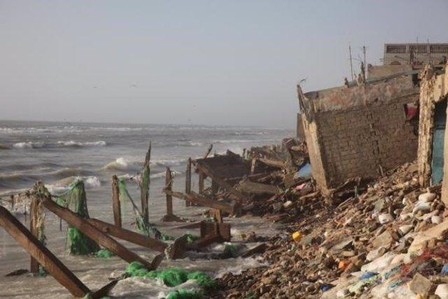Casas arrasadas por el mar en San Luis (Senegal9