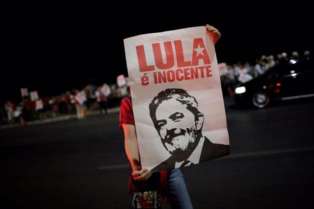 Pancarta en apoyo de Lula da Silva