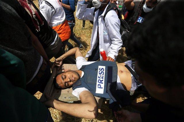 El periodista Yaser Murtaja, tiroteado en Gaza