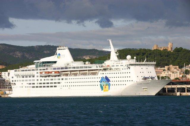 El crucero Island Escape en Palma