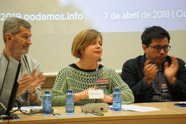 Ana Taboada, en el centro