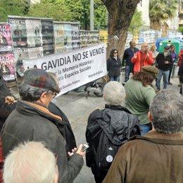 Concentración ante la antigua comisaría de La Gavidia de Sevilla