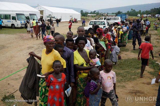 Refugiados en Uganda esperan a ser verificados por ACNUR