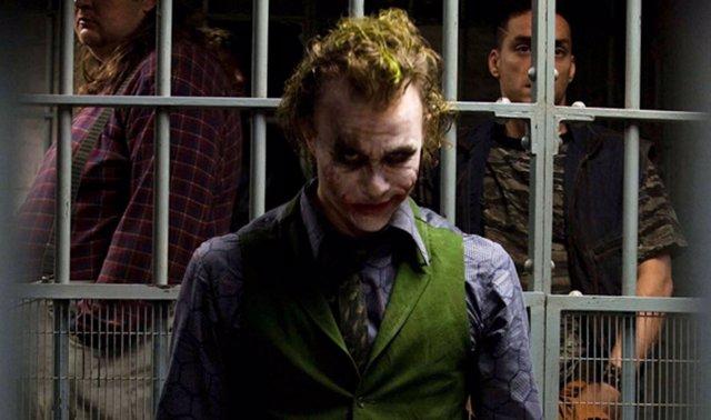 Heath Ledger es Joker en El caballero Oscuro de  Nolan