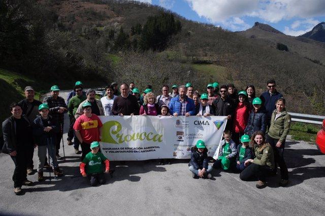 Voluntarios de PROVOCA y Eva Díaz Tezanos en Vega de Liébana