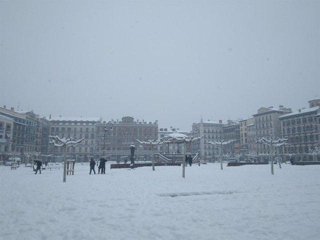 Plaza del Castillo de Pamplona, nevada - Imagen de archivo