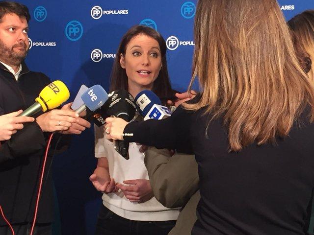 Andrea Levy compareciendo ante los medios