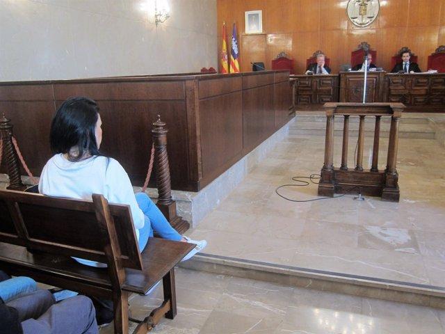 Una de las acusadas por el juicio por una pelea en un bar de Palma