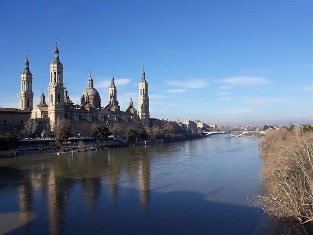 El río Ebro, a su paso por Zaragoza