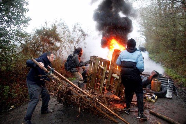 Enfrentamientos entre Policía y manifestantes en Notre-Dame-des-Landes.