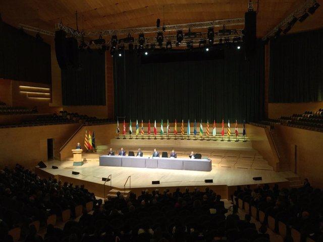Acto de entrega de los despachos judiciales presidido por el Rey