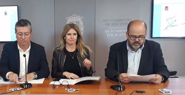Eva Montesinos, en el centro, entre Marcos (izq) y Castelló (dcha) este lunes