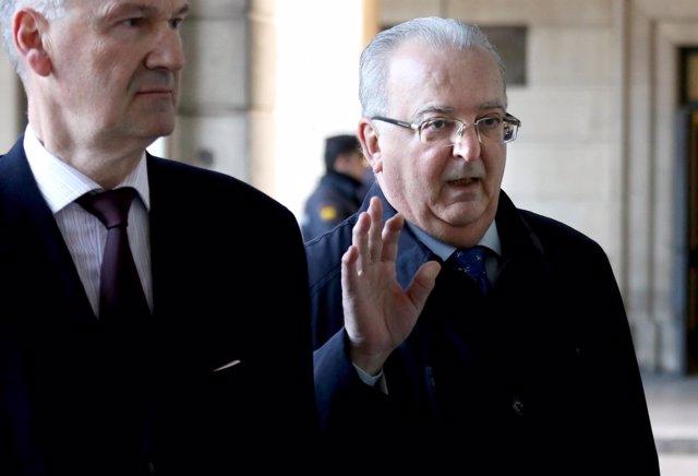 El exconsejero Antonio Fernández llega a la Audiencia para el juicio de los ERE