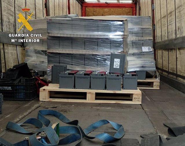 Baterías recuperadas por la Guardia Civil.