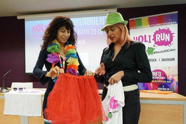La concejal Ana Redondo, con un collar de flores. 9-4-2018