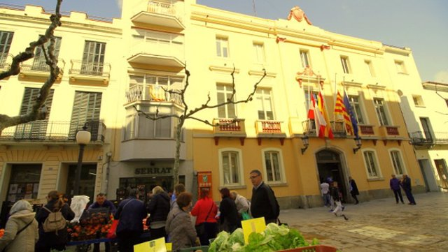 Banderas a media asta en el Ayuntamiento de Blanes (Girona)