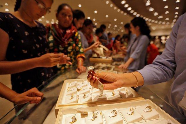 Foto de archivo de un escaparate de joyas en India.