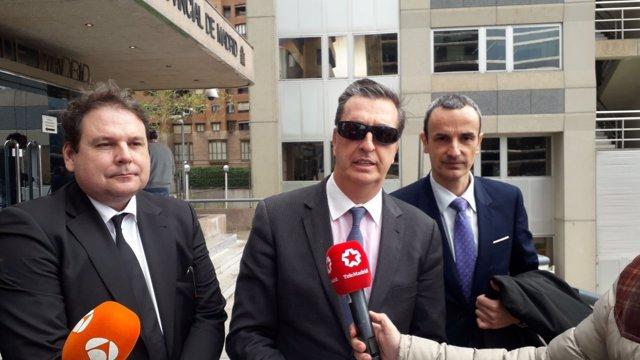 El cirujano Ignacio Frade a la salida del juicio