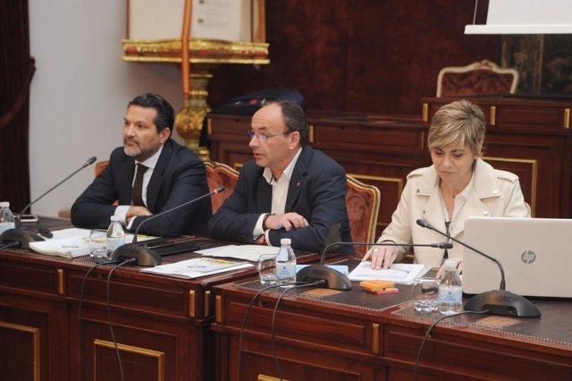 Martín (centro), durante la constitución del grupo