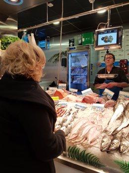 Manuela Carmena en el mercado