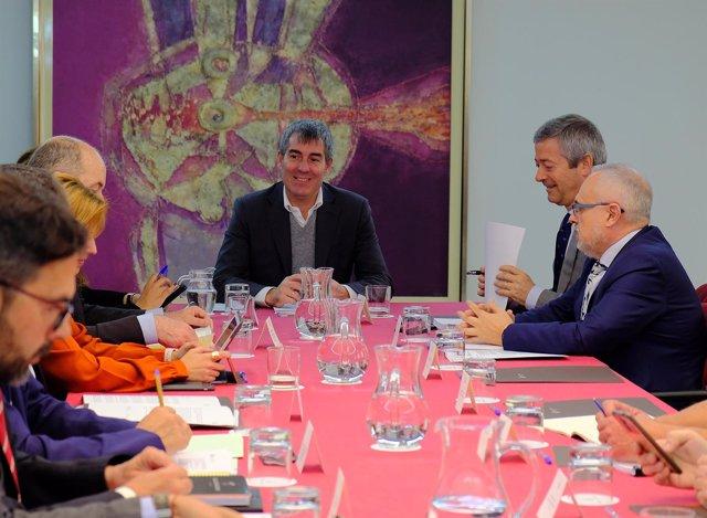 Fernando Clavijo reunido con la mesa de concertación social