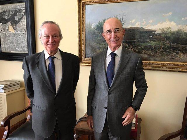 El exministro Josep Piqué con el presidente del Círculo Ecuestre, Alfonso Marist
