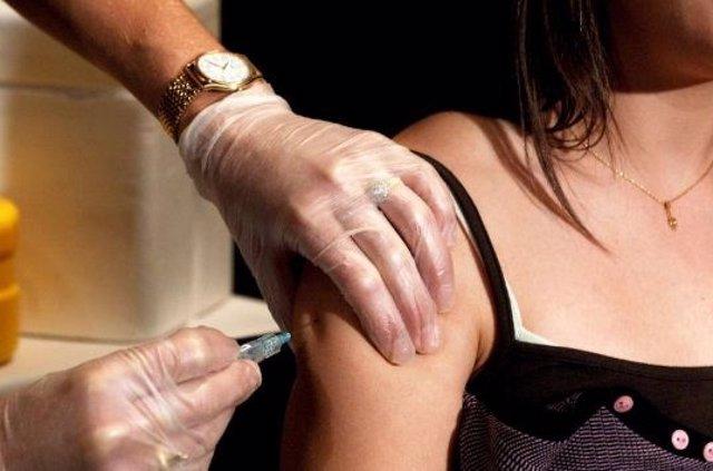 Vacuna, mujer