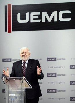 Luis Bassat, en la UEMC.