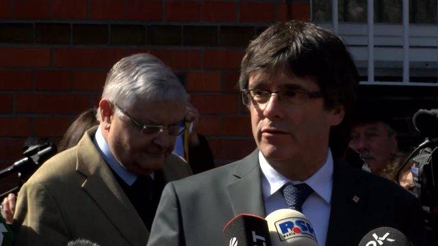 El expresidente de la Generalitat, Carles Puigdemont, declara tras su salida de