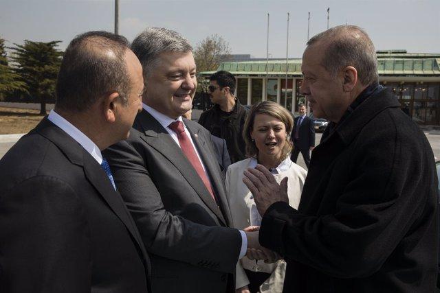 Los presidentes de Ucrania, Petro Poroshenko, y Turquía, Recep Tayyip Erdogan