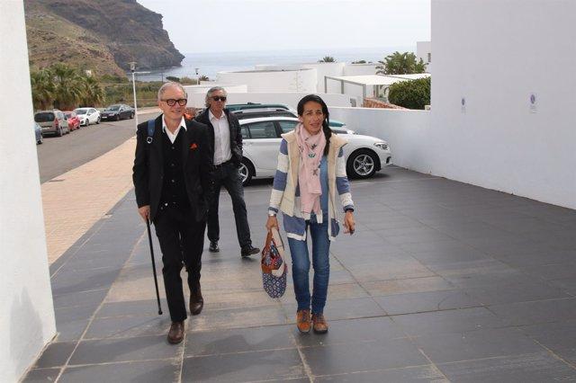 La madre de Gabriel, junto al psicólog Martín Murcia, y su abogado, Paco Torres