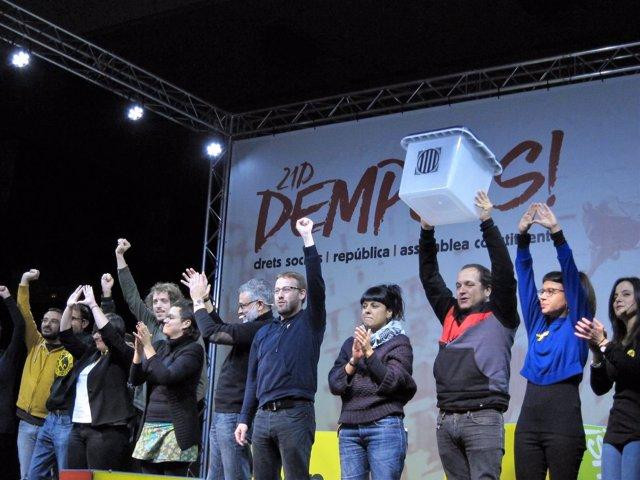 C.Riera, V.Aragonés, D.Fernàndez, A.Gabriel, M.Rovira y otros miembros de la CUP