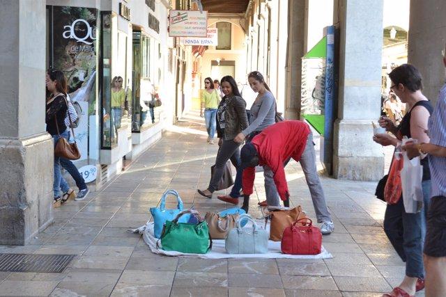 Venta ambulante, bolsos, venta ilegal, recurso