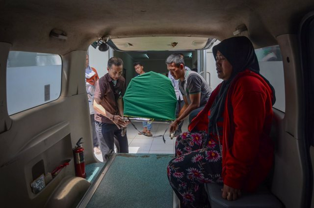 Fallecido por consumir alcohol casero contaminado en Indonesia