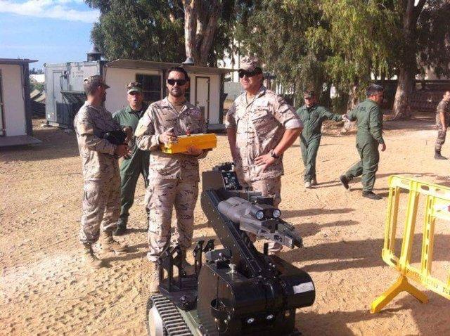 Artificieros heridos en Hoyo de Manzanares en 2011 preparándose para una misión