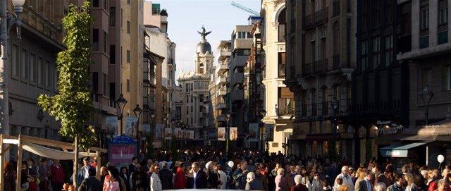 Calle Santiago de Valladolis. Céntica calle comercial