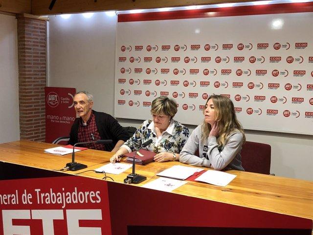 Manuel Estacio Vigara, Carmen Amez (centro) y Nuria Gómez (derecha), 10-4-18