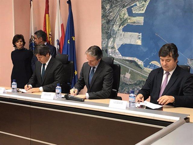 Firma del otorgamiento de la concesión a Coated Solutions en el Puerto