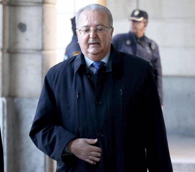 El exconsejero Antonio Fernández llega a la sesión del juicio del caso ERE
