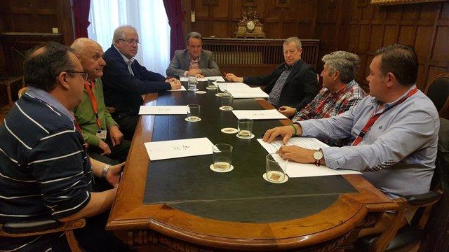 Reunión de Sánchez Quero (DPZ) con representantes de las peñas taurinas
