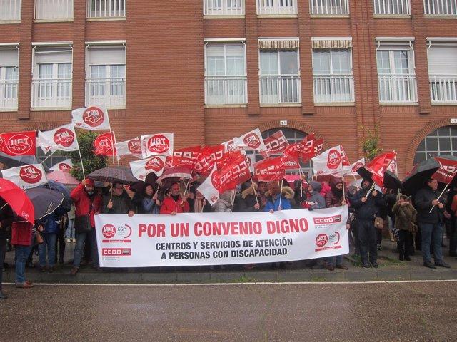 """Concentración en Mérida para pedir un convenio """"digno"""" para la discapacidad"""