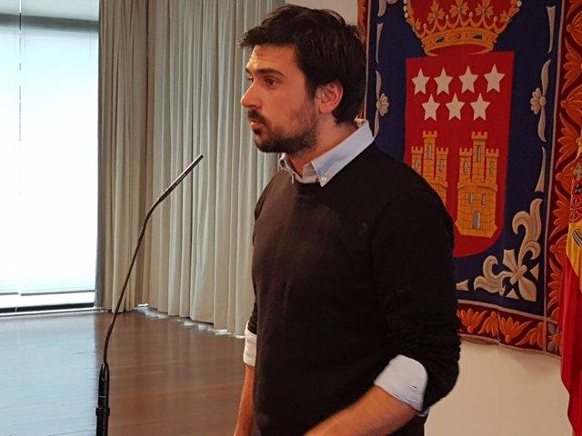 Ramón Espinar en rueda de prensa en la Asamblea de Madrid