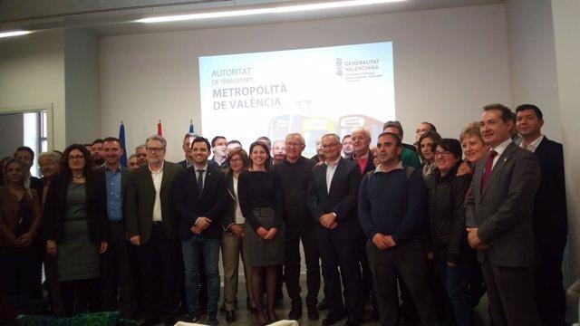 Boira, Pérez y Ribó junto a alcaldes tras la reunión por el transporte público