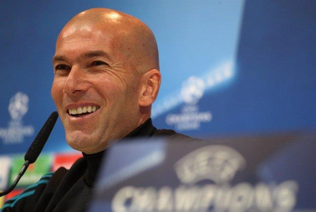 El entrenador del Real Madrid, Zinedine Zidane, en rueda de prensa de Champions
