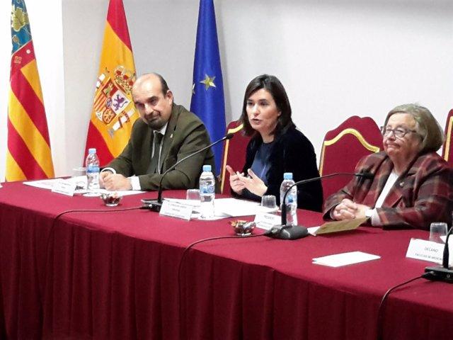 La consellera ha inaugurado una jornada sobre cobertura sanitaria universal